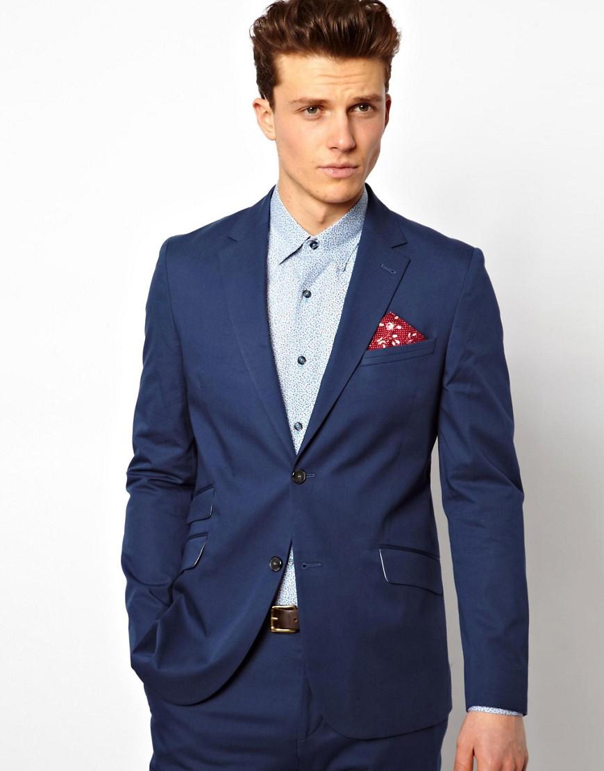 costume bleu marine c 39 est la pi ce parfaite pour un rendez vous d 39 affaire ou une c r monie. Black Bedroom Furniture Sets. Home Design Ideas